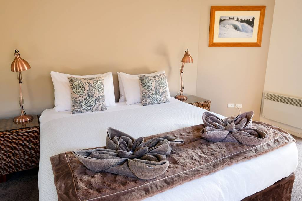 Whitesbeach Guesthouse Coach House - King bed in master suite