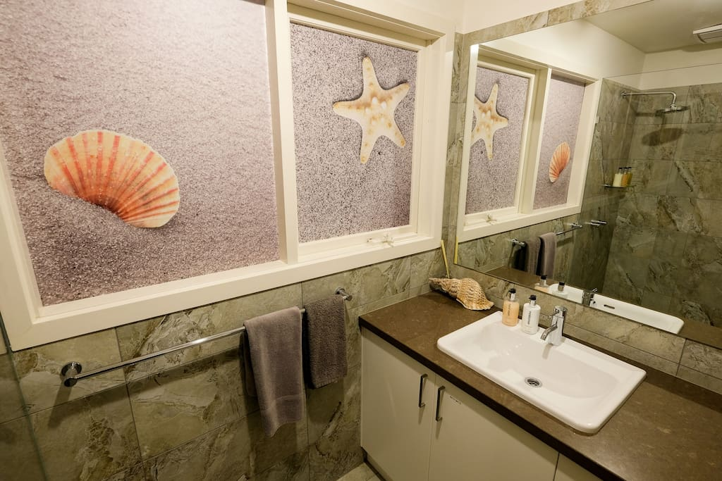Whitesbeach Guesthouse East West Room Bathroom 2