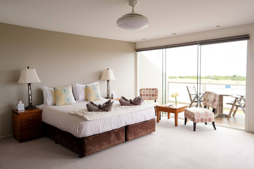 Whitesbeach Guesthouse Princess Suite Spacious Room